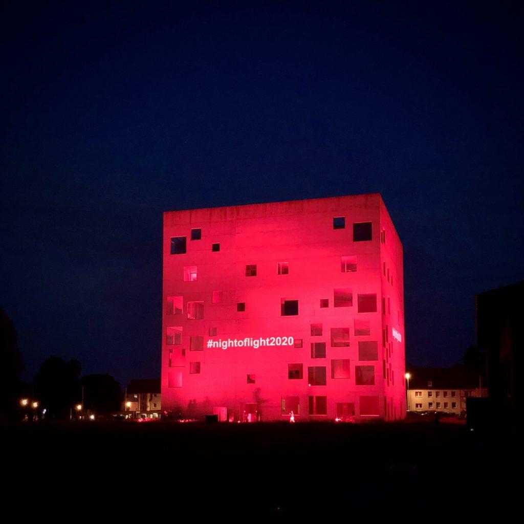Beleuchtetes SANAA-Gebäude